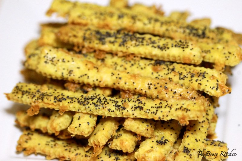 These Cheddar Cheese Straws with Cumin are great for parties and Sunday games. I personally love them. I grew up with them and always found them to be the soul of the parties. Made with different kind of cheeses and also different seeds, like poppy, cumin or caraway, these appetizers are great! Very addictive, delicious and also very easy to make!