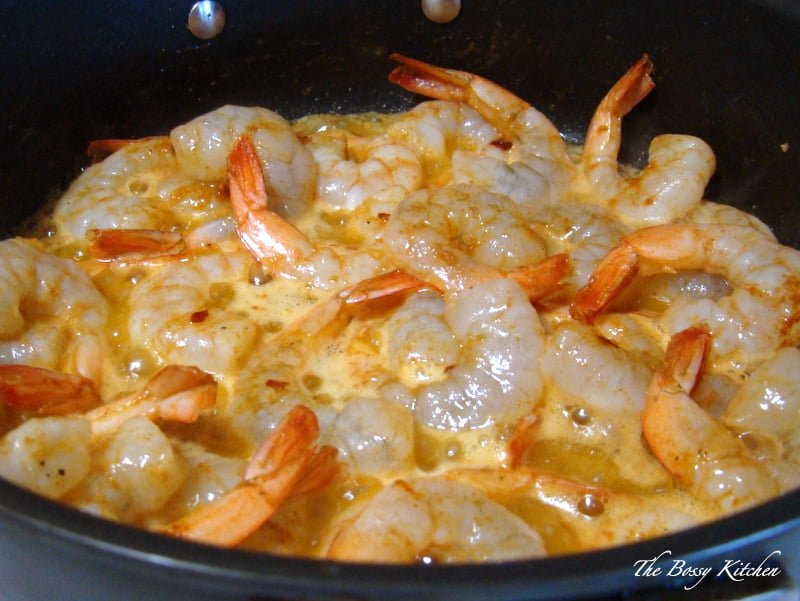 Sizzling Chili Shrimp-Spanish Recipe,  or Gambas al Pil Pil (also known as Gambas al Ajillo) is a glorious dish that you will find in almost any restaurant in Spain.The dish is usually served as an appetizer, with crusty bread for dipping in the sauce.The recipe is very easy and takes no time to make.