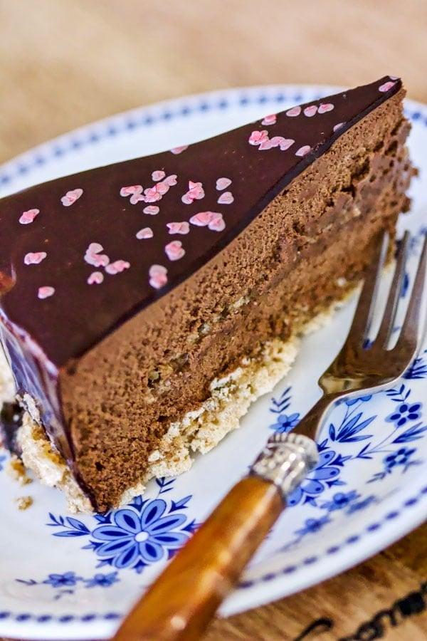 Walnut Meringue Cake With Dark Chocolate Mousse1 1