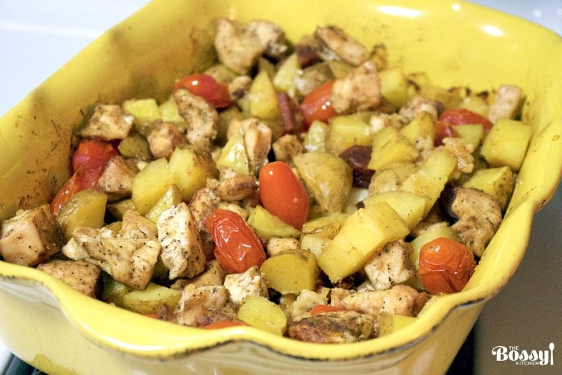 Baked Potatoes, Chicken and Spanish Chorizo is a delicious dish for a week night when we need to put dinner on the table in no time.