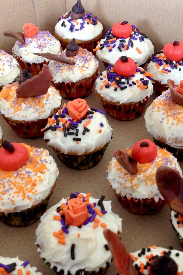 This is a delicious recipe for Easy Cream Cheese Frosted Pumpkin Cupcakes. A