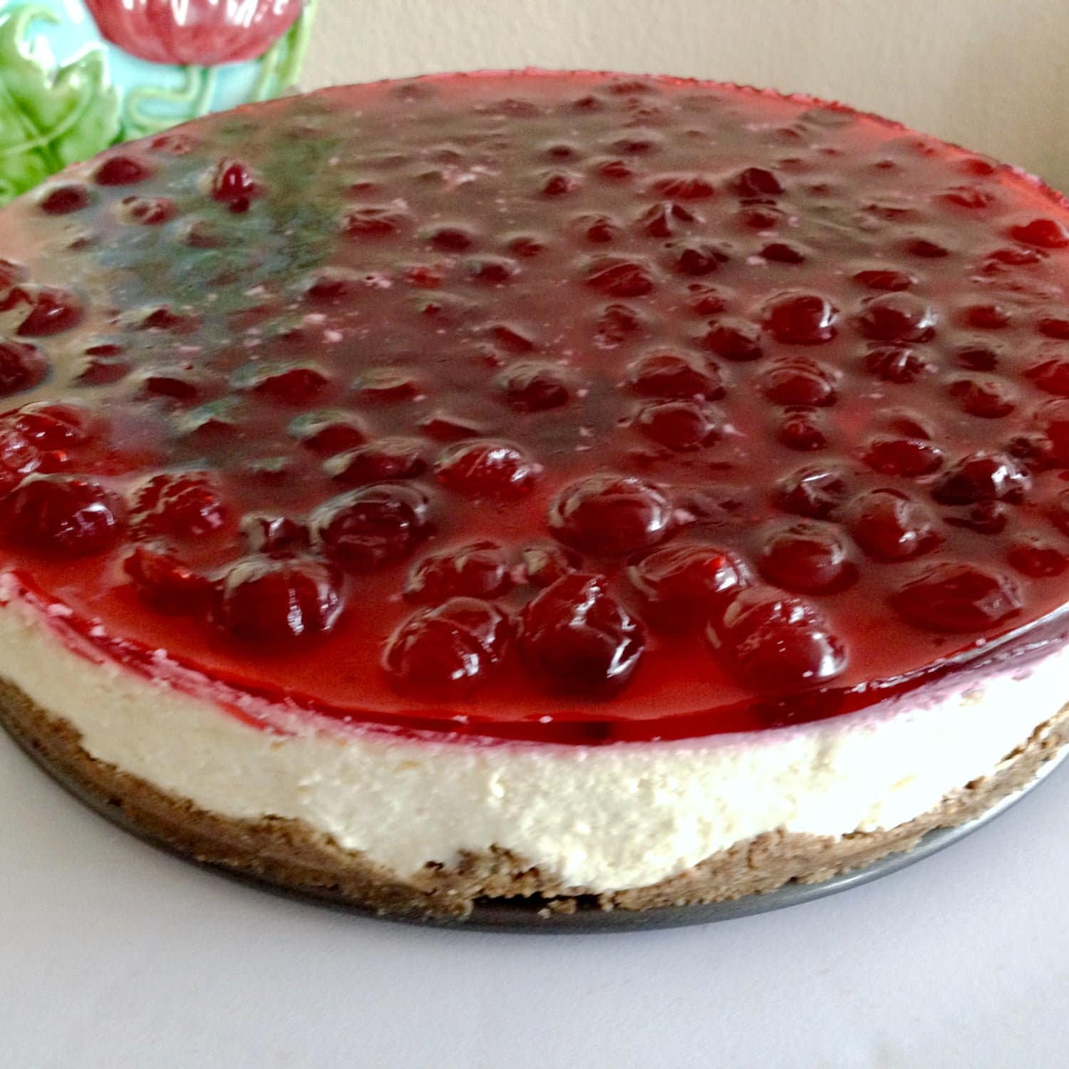 This No Bake Cheesecake with berries is a wonderful recipe suited for all kinds of events all year long. Quick dessert, made in no time. Enjoy!