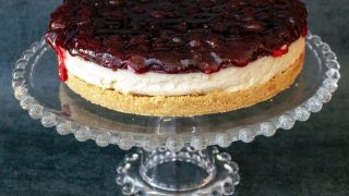 No Bake Cheesecake with Berries1010