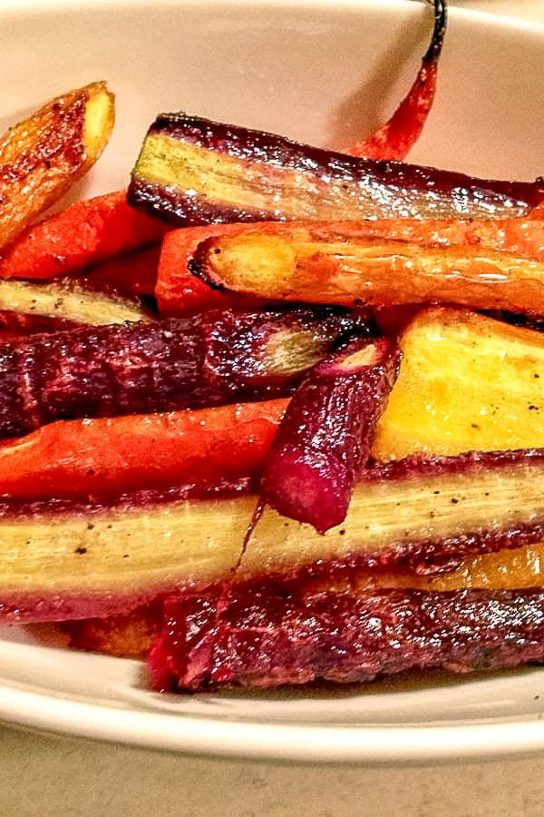 Beautiful, easy recipe of Roasted Carrots- perfect for entertainment. Pair it with any kind of meat and add a green salad to it. Delicious! #roastedcarrots #easyrecipes #sidedish