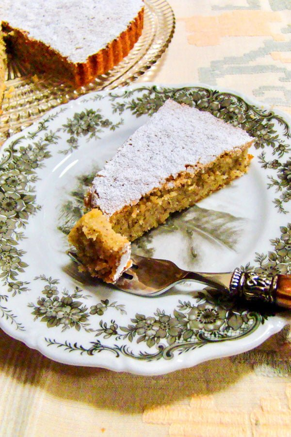 A delicious Spanish dessert made with almond flour. Gluten free. In Spain, this Tarta de Santiago is served around the holidays or during the Semana Santa, before Easter Sunday. #glutenfree #dessert #tartadesantiago #Spanishrecipes