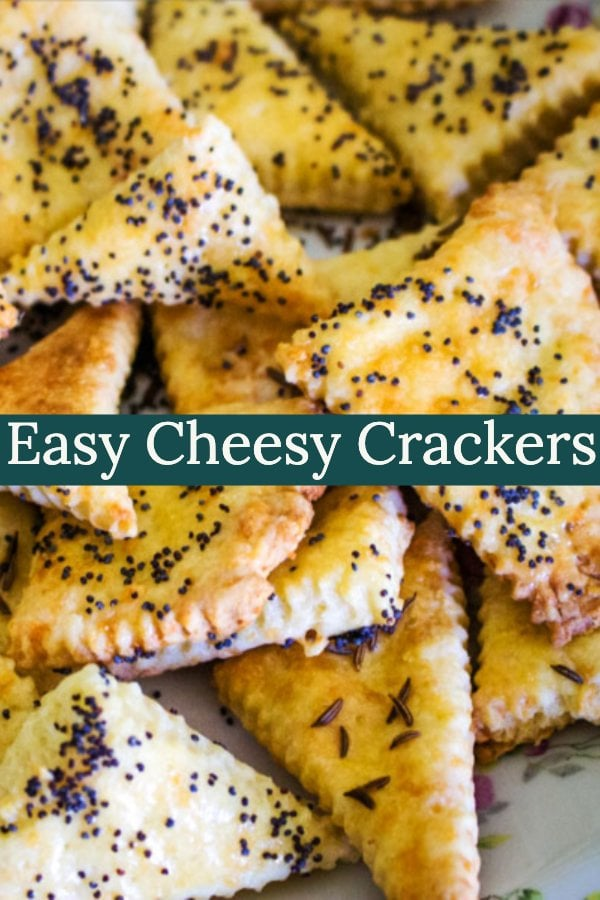 This easy cheesy crackers recipe is a great one for parties and gathering, but you can also served as a snack. Great with beer!