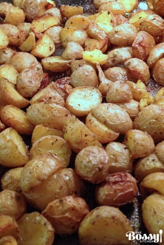Simple Roasted Potatoes-an easy alternative to the mashed potatoes.#roastedpotatoes #potatorecipes
