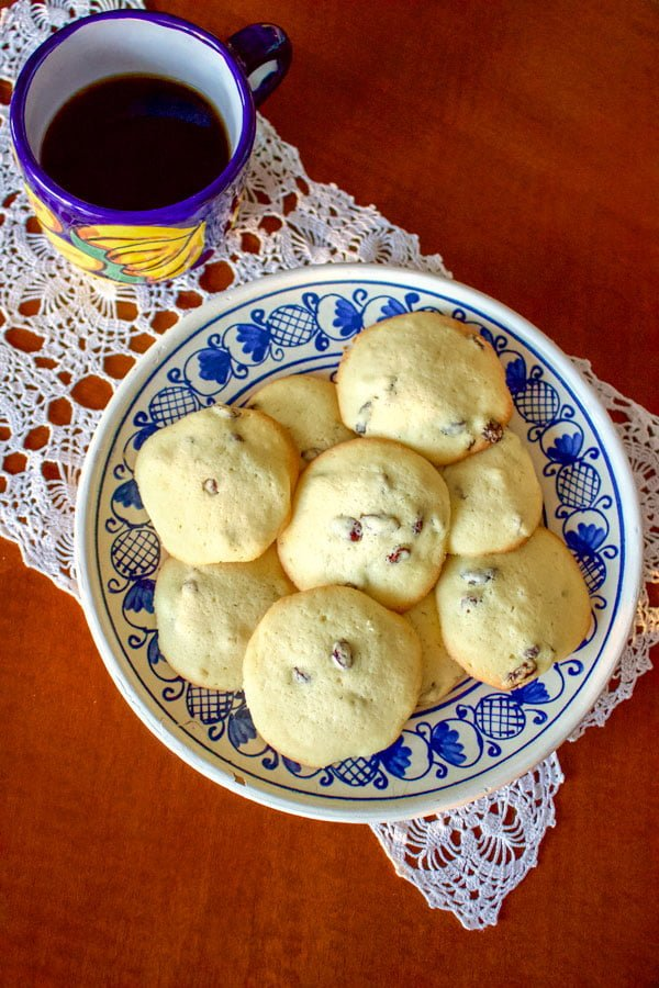This Rum Raisins Cookies Recipe comes from Romania. The cookies are flavored with rum, are very easy to make and taste delicious. Serve them next to a cup of your favorite tea, or coffee and enjoy an old recipe that is very traditional in Romania.