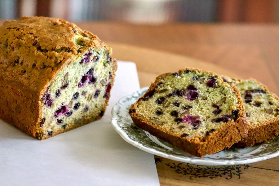Simple, perfumed, delicious, one of the best blueberry orange bread with walnuts around. You will fall in love with this super easy delightful sweet bread.