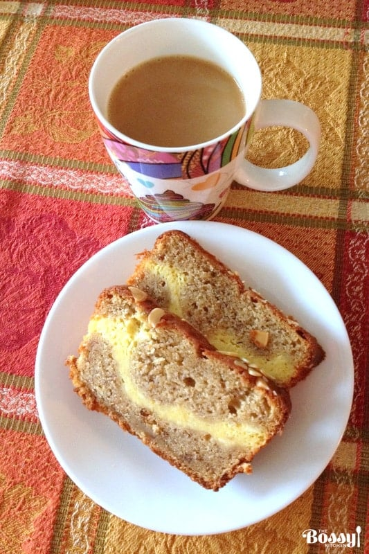 Delicious cream cheese banana bread that tastes great right next to a cup of coffee. Easy to make, this banana bread will win your heart.