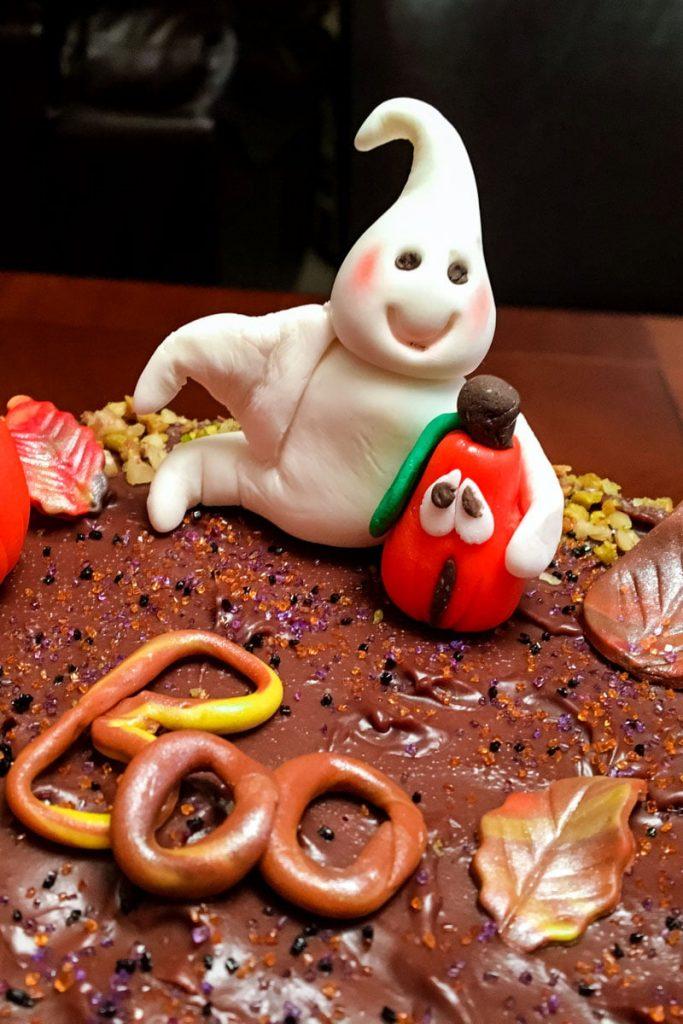 Fondant Halloween decoration ghost1