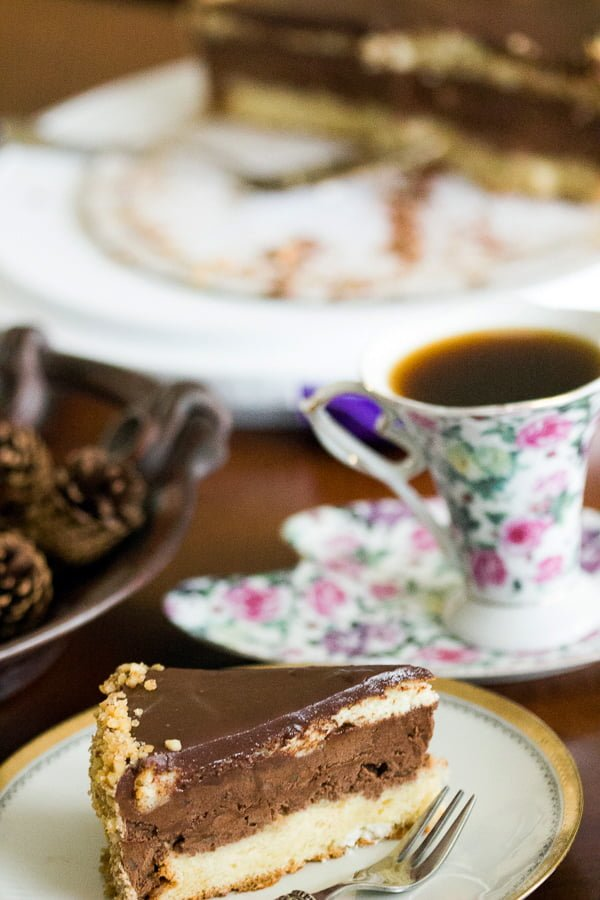 This walnut chocolate rum cake is a delicious option for your family birthdays or other celebrations . The walnuts, chocolate, rum and coffee flavors are perfect together.