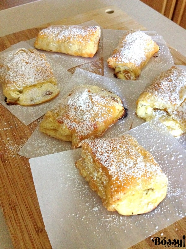 Romanian Farmer Cheese Sweet Pastries are delicious and easy to make. The puff pastry is filled with farmer cheese and raisins. #pastries #Romaniancuisine #farmercheesepastries
