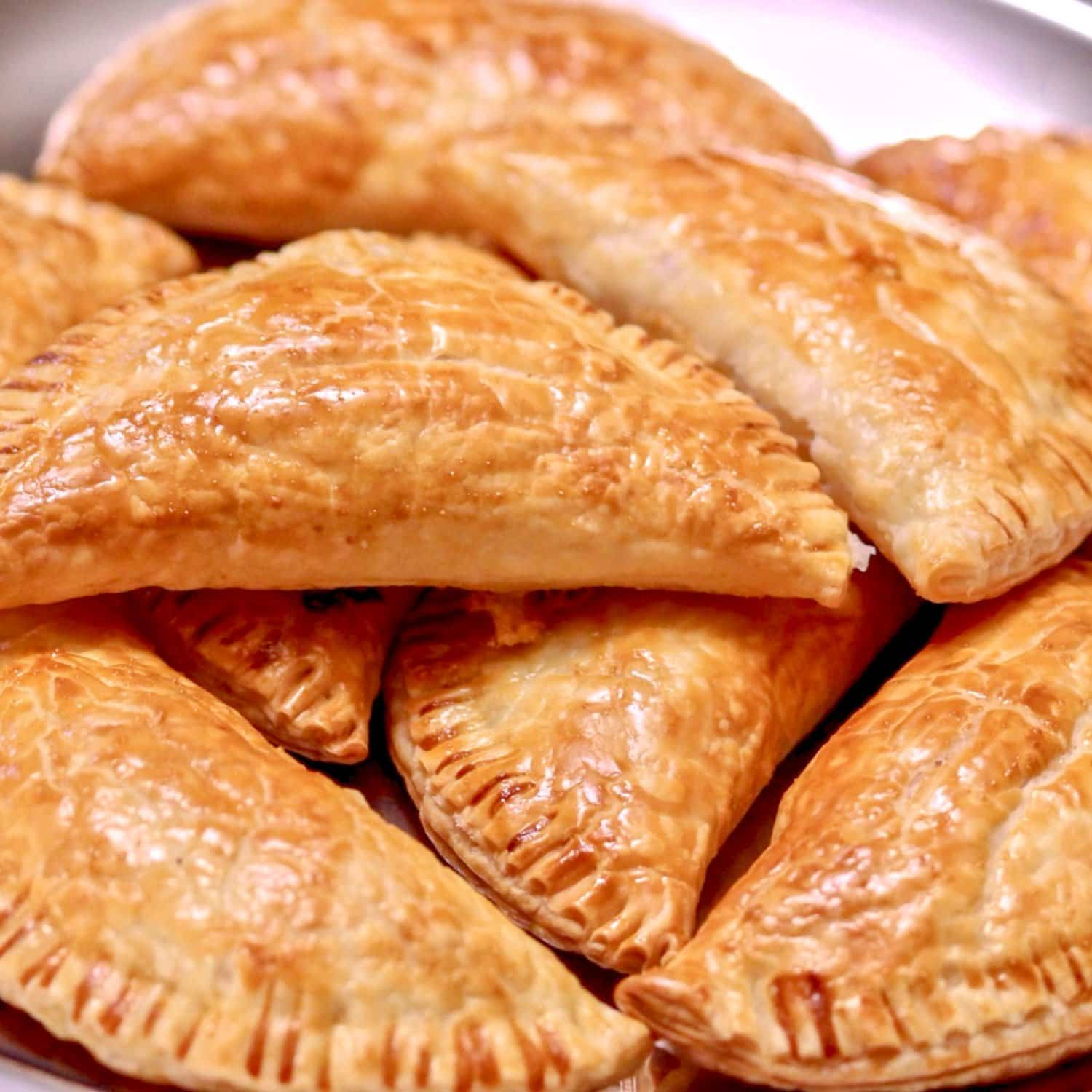 Who doesn't love an easy snack or an awesome appetizer? These Ham And Cheese Puff Pastry Pockets are the answer to any party menu dilemmas.