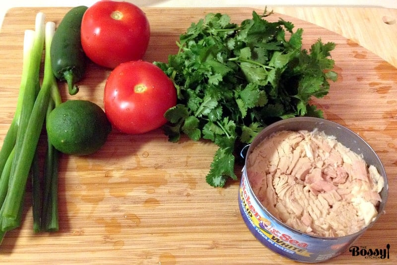 This Authentic Mexican Pico De Gallo With Tuna is a wonderful traditional recipe that I am very fond of.  It is a light, refreshing and delicious salsa and I am sure you will enjoy very much. In Mexico, this recipe is served with saltines as chips are not very popular, but you can definitely have corn tortilla chips instead.