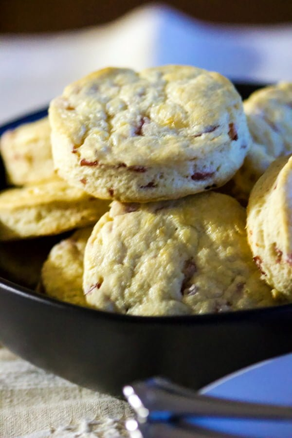 Cracked Black Pepper and Ham Scones are easy to make and perfect for a brunch or an afternoon party. These scones are savory, soft and delicious.