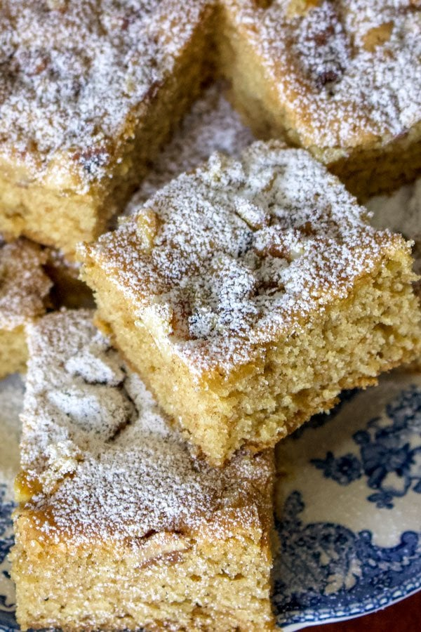This walnuts and cinnamon coffee cake is an old Saxon recipe coming from Transylvania. My German grandma used to make this recipe very often. The cake is made from a simple batter with butter, sugar, eggs, flour and spices. Before it goes in the oven, the batter is sprinkled with walnuts. Great for breakfast too!