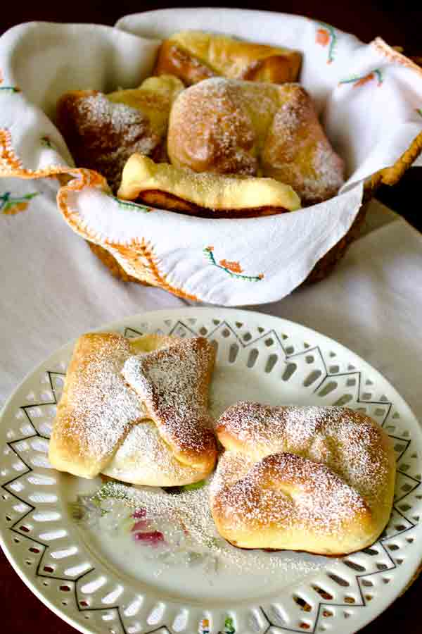 Romanian Traditional Sweet Cheese Pastries Poale In Brau1
