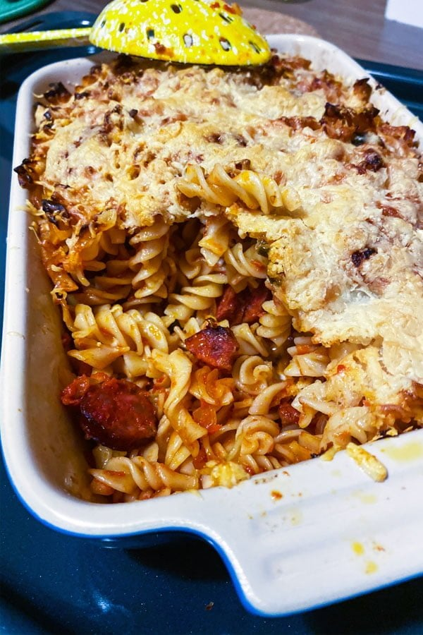 Cheesy Chorizo and Tomato Baked Pasta is a delicious recipe for a wonderful dinner. Easy to make with few ingredients, this dish will become a favorite. Pasta baked in a delicious tomato sauce with cheese and Spanish chorizo is all you need for a comforting dinner on a cold night.
