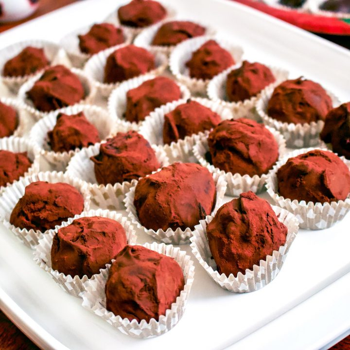 Easy Delicious Chocolate Truffles