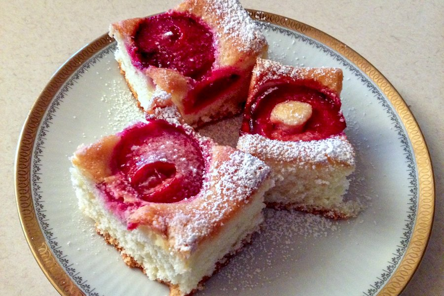 Plums Coffee Cake is a dessert that can be enjoyed in the summer when plums are in season, but you can make it all year around using some other fruits, like cherries, peaches or apricots.