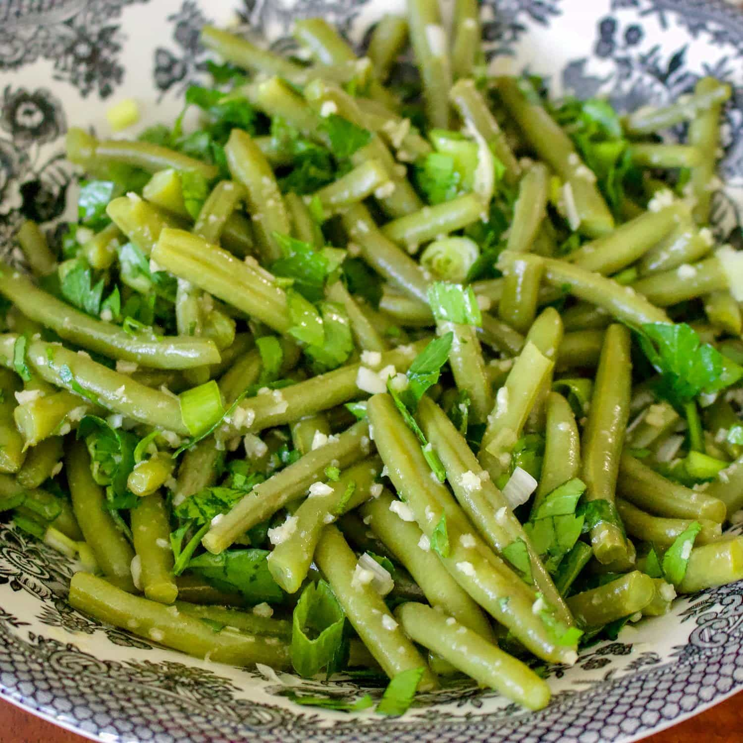 Romanian Garlic Green Beans Salad is a traditional summer salad. An easy way to eat green beans, this salad makes a great addition to your meal. It is served cold and stays well until the next day. In the winter, I use lots of frozen green beans, but in the summer I love going to the Farmers Market and buy fresh ones.