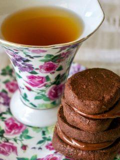 Chocolate Cookies with Earl Grey Ganache
