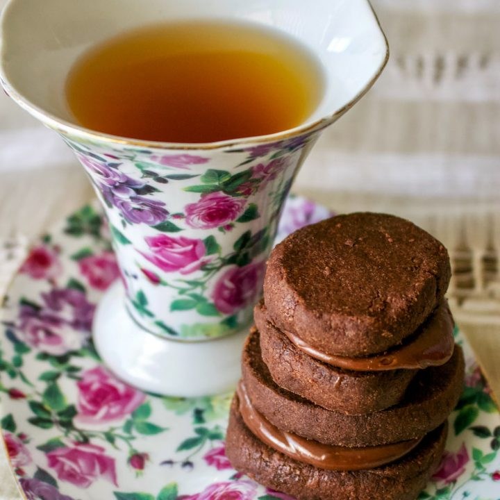 Chocolate Cookies with Earl Grey Ganache