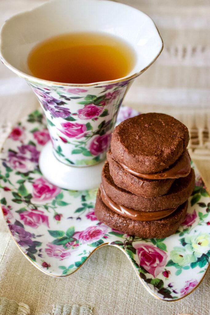 Earl Grey Ganache Chocolate Cookies stacked with tea0