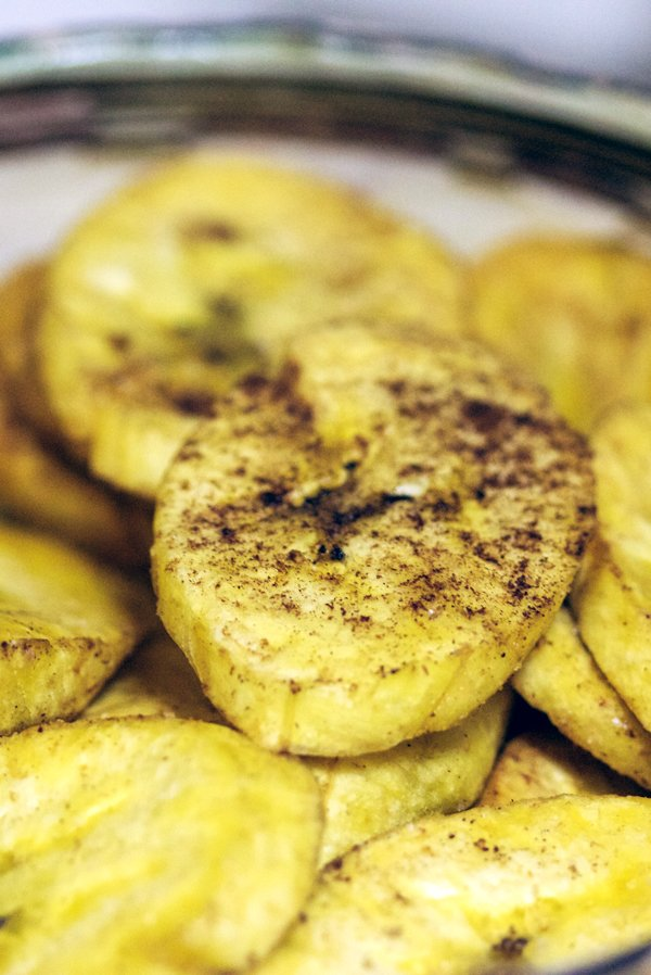 These spiced plantain chips recipe is an easy recipe for a great snack to have around the house. In Latin America, plantains are considered a staple and they can be used either like a potato replacement or made into desserts. This snack has a lovely sweet taste, which is balanced by the chili peppers heat. Delicious!