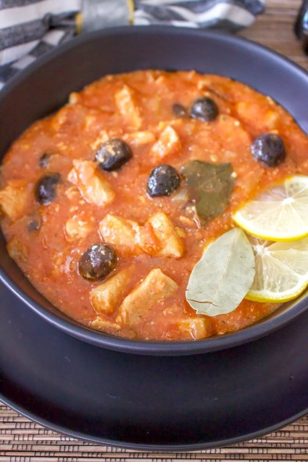 This recipe of chicken stew with black olives is a Romanian recipe that originally is made with rabbit meat. It might remind you of the Italian chicken cacciatore recipes. As rabbit meat might not be available everywhere, chicken is the next option in terms of keeping the flavors intact.