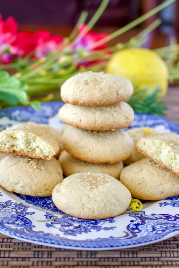 Olive Oil Lemon Cookies With Herbs- a wonderful recipe to make when you have a sweet tooth. This is an easy recipe, made with olive oil and herbs, like rosemary, thyme or basil, which go really well with lemon. Perfect for parties, snacks and late afternoons. Enjoy!