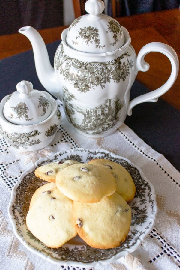 rum raisins cookies on a grey and white plate next to a tea pot