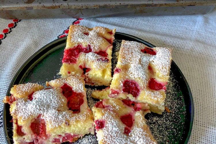 Romanian Raspberry Coffee Cake(Pandispan Cu Fructe)