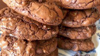 Easy Dark Chocolate Walnut Cookies