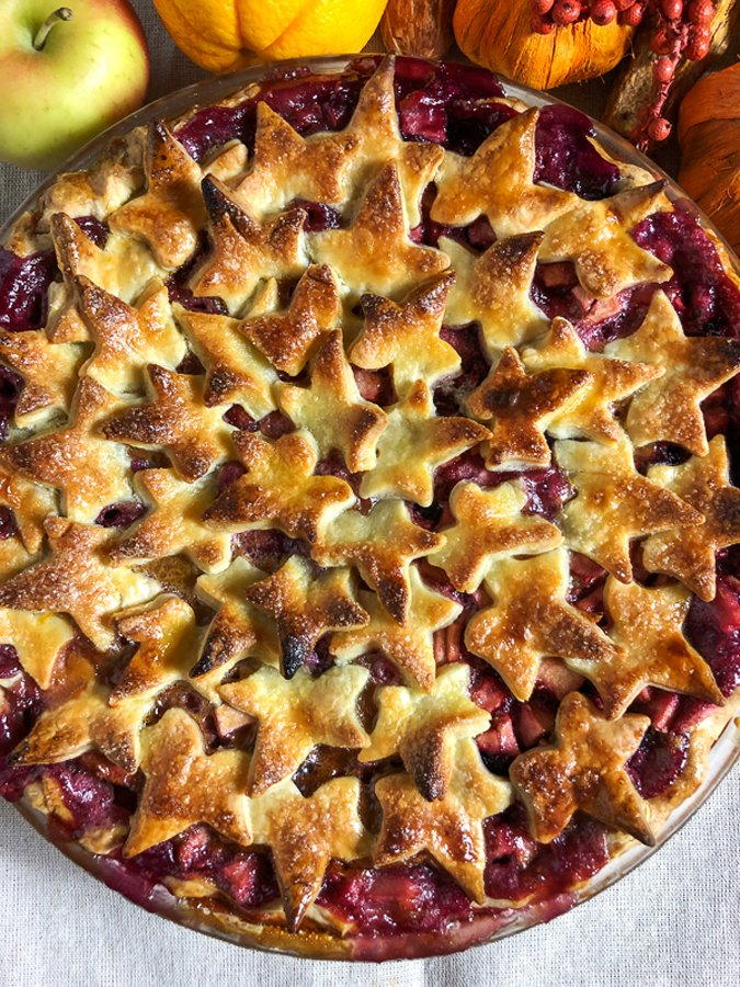 If you are looking for a delicious pie for Thanksgiving, look no more! This Apple and Berries Pie is the best!