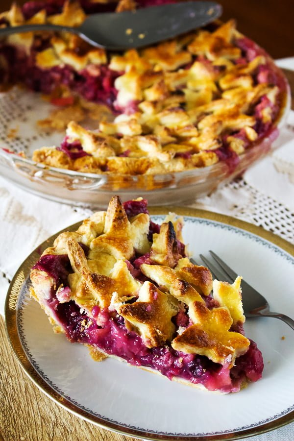apple and berries pie- slice on a plate