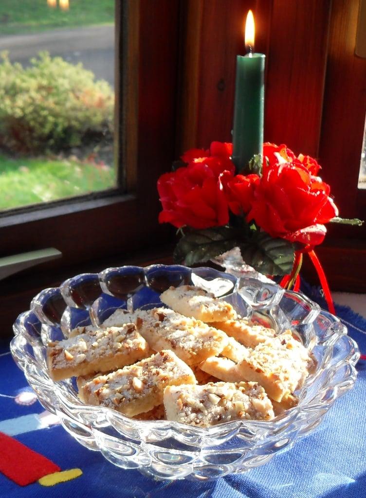 Finsk Brød (Finnish Shortbread) - almond butter cookies! Fab Food 4 All #Scandinavian #cookies #biscuits #Danish #shortbread #traditional