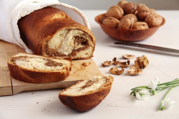 Romanian Sweet Bread with Walnuts – Cozonac