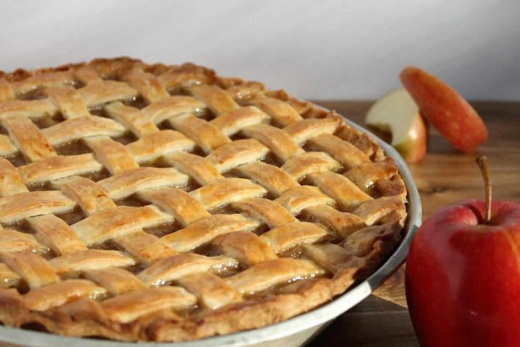 Old Fashioned Apple Pie (From Scratch)