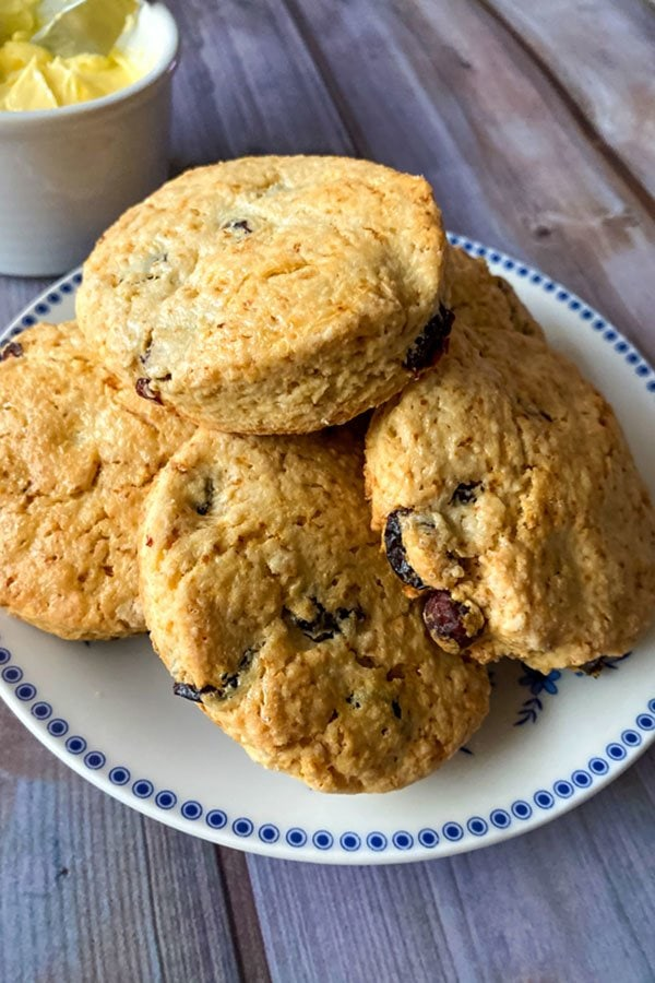 Easy delicious British style scones1010