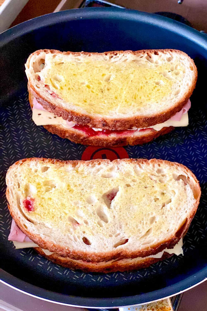 Ham and cheese sandwich in a pan0